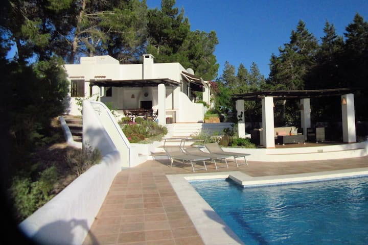 Preciosa casa de vacaciones en St Josep de sa Talaia, Ibiza con piscina