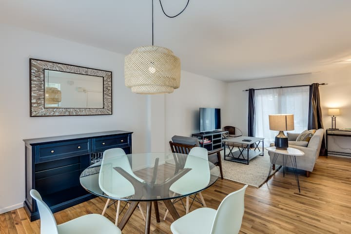 3 BR w/ Parking Lincoln Park - Walk to Park & Lake