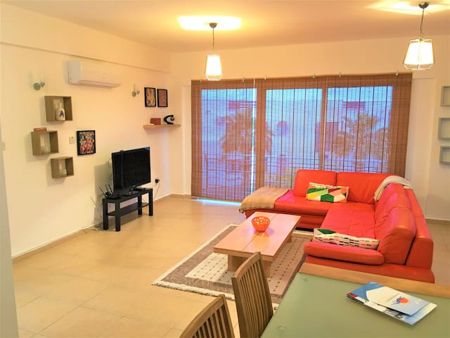 Penthouse Turtle bay, close to the sea, pool, gym.
