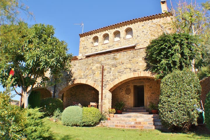 CB446 - Stunning country masia in unrivalled location