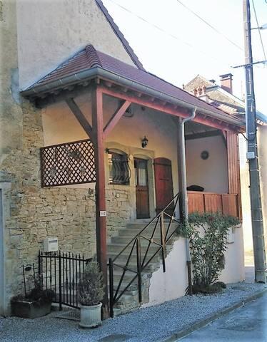 Maison vigneronne au coeur du Jura, 6 personnes