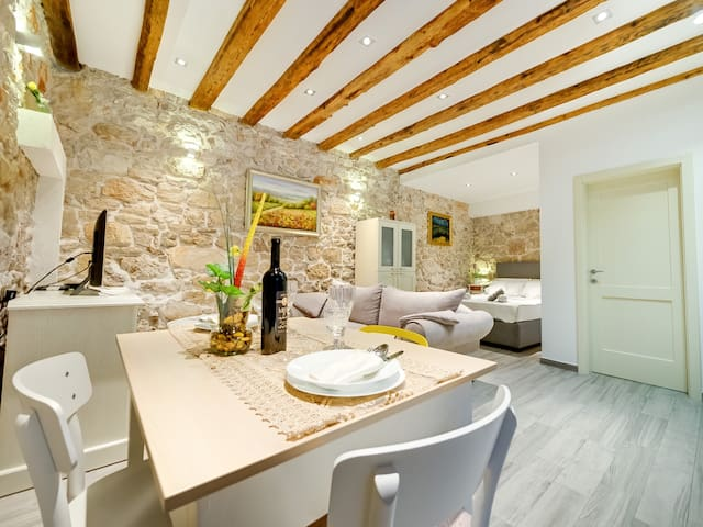 New, Studio Apartment Twins - Šibenik - Huis