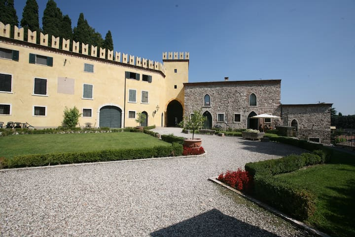 Luxury Apartment in Old Castle - Colà - Apartamento