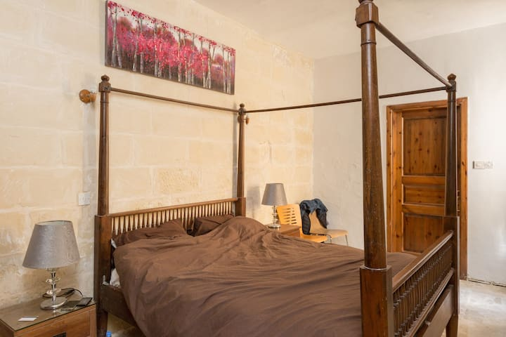 Master Bedroom. Private bathroom. - Tas-Sliema - Appartement