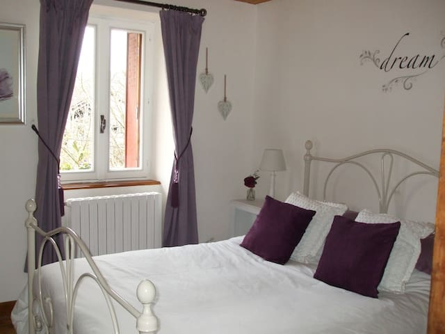 Cottage in Auvergne - B&B -Double en-suite bedroom