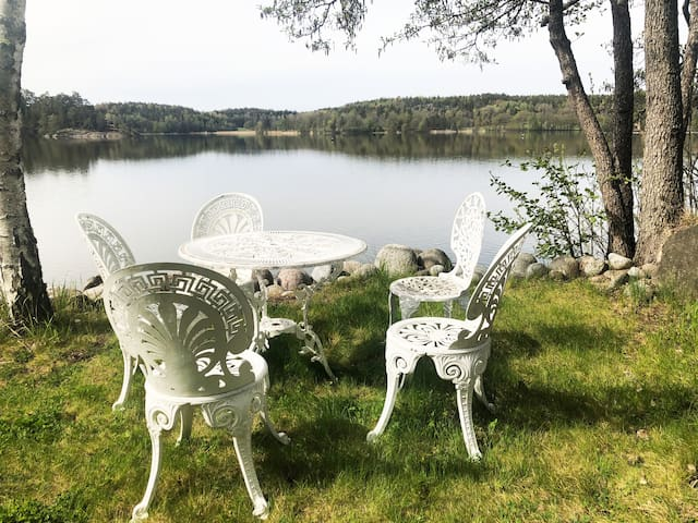 Lovely Lake House with Sauna 15 min from Stockholm