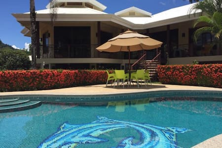 Beautiful Ground Floor Location with private pool