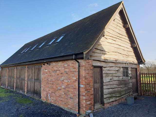 Two-bedroomed annexe in Alcester countryside