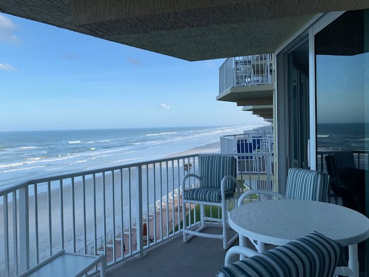 Direct Oceanfront 2/2 on Traffic Free Beach