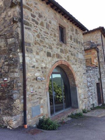 L'ingresso del paese