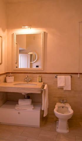 Fresco's suite Bathroom