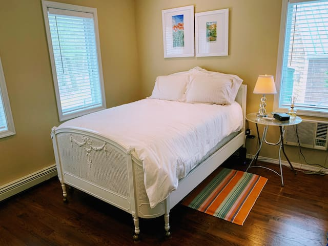Second bedroom, full size bed