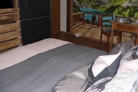 Schöne zwei Zimmer Wohnung mit Balkon