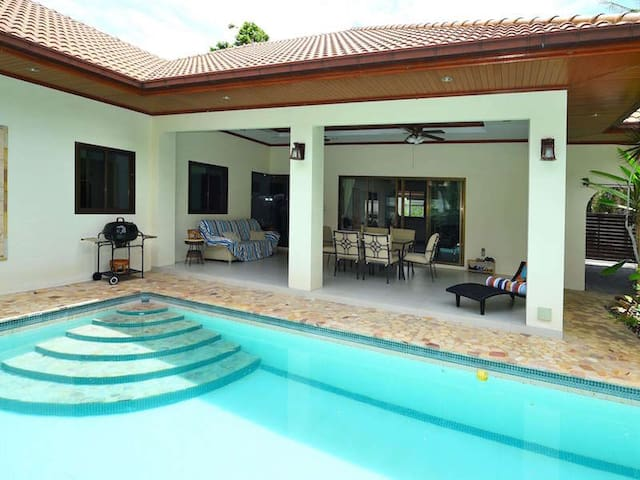 COZY BUNGALOW WITH PRIVATE POOL NEAR BEACH - Hua Hin - House