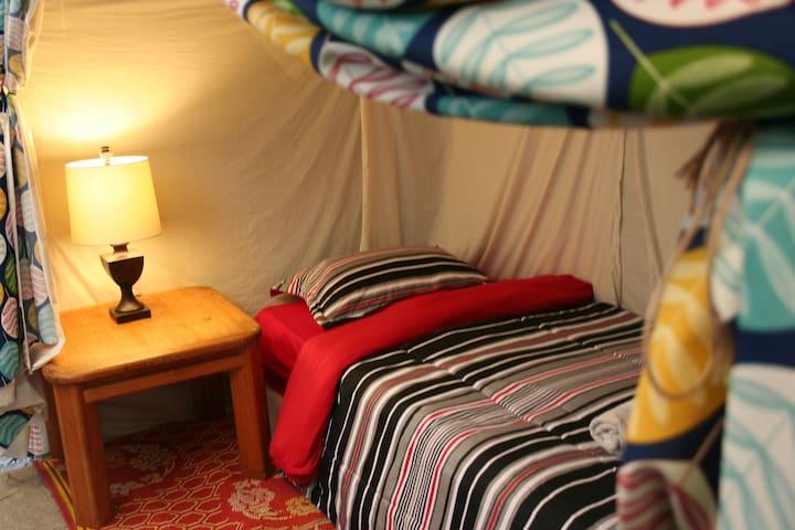 Hollywood Cozy Cabana - 'E'