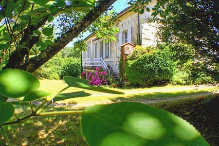 Beautiful mansion w/private park - Montguyon - Villa