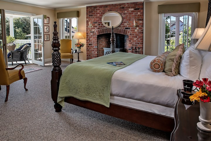 Fireside Room - Ravenscroft Inn