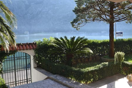 3 Seafront&balcony STUDIO - HOUSE 44 - Kotor