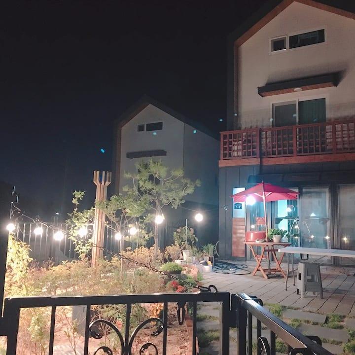 숲속길 메리(방1, 거실, 주방, 정원,바베큐별도)