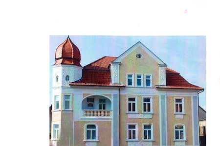 FEWO in Jugedstilvilla und Turmzimmer am Huy