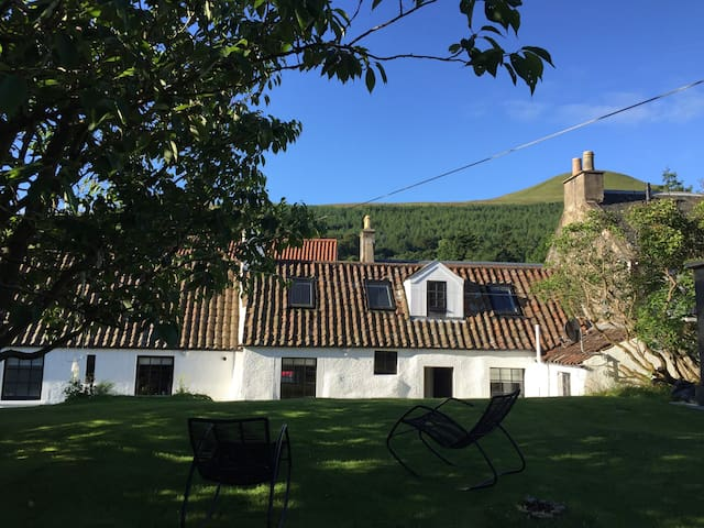 Lovely room in beautiful village - Falkland  - Casa