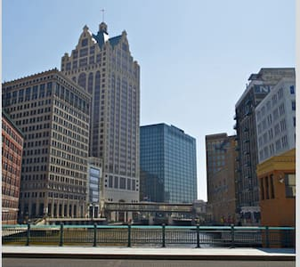 Heart of Downtown - Beautiful Condo - Private Room - Milwaukee - Apartment