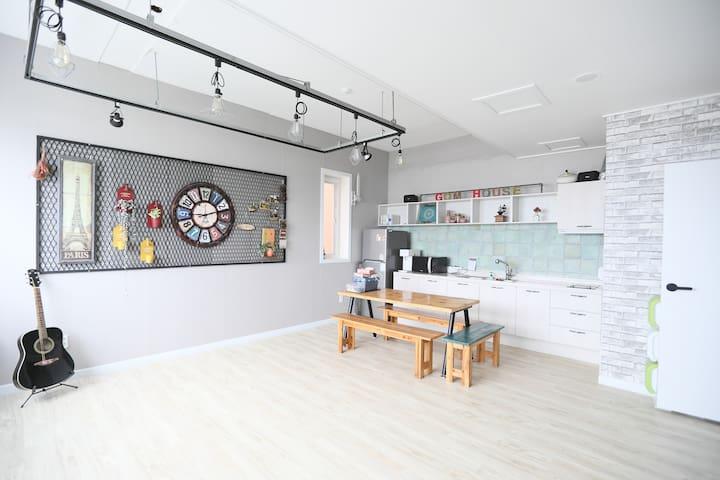 낭만포차 인근  전망좋은 깨끗한 숙소(디럭스 쿼드러플)