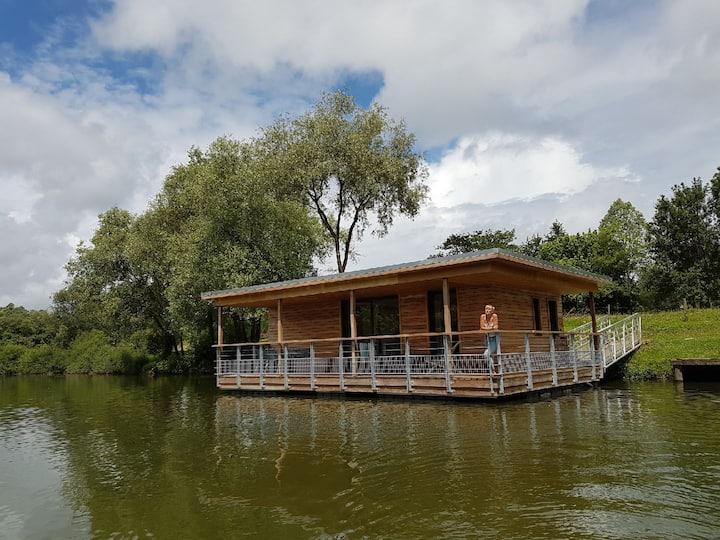 Lodge sur l'eau dans parc résidentiel de loisirs