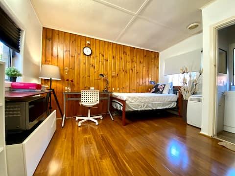 Cosy home in vibrant Clayton centre