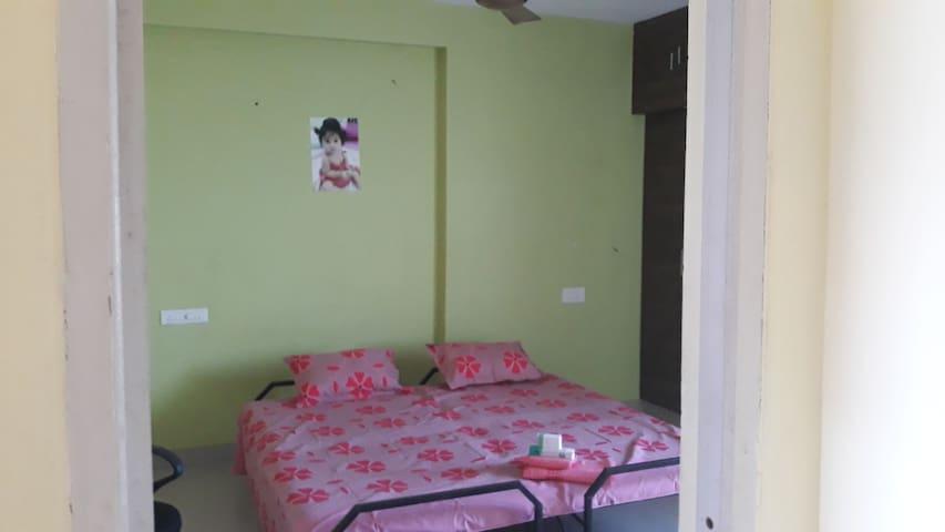 VIZAG GREEN HOME STAY 2 PEOPLE - AC Room Beach 4KM