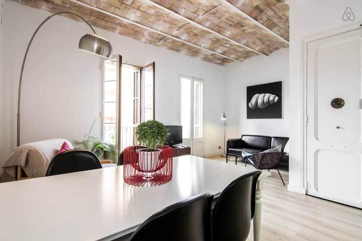 Ondina Apartment just in front of Sagrada Familia! - 2 bedrooms 4 pax