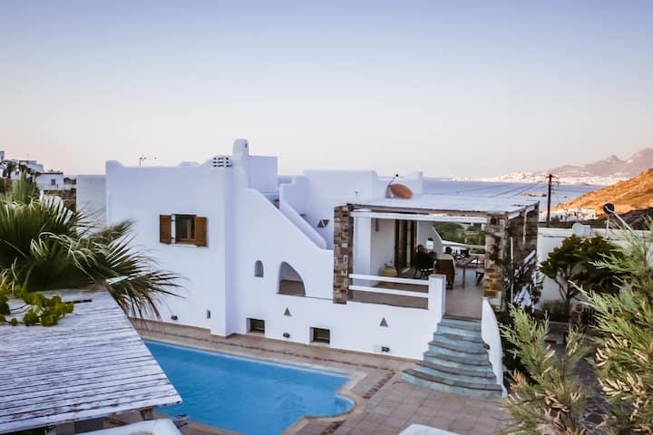 Villa Valérie front of the sea   Stelida, Naxos