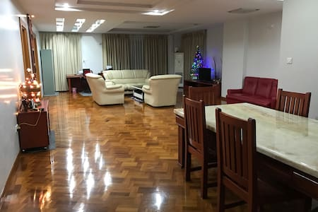 Spacious ensuite room w/balcony close to downtown - Yangon