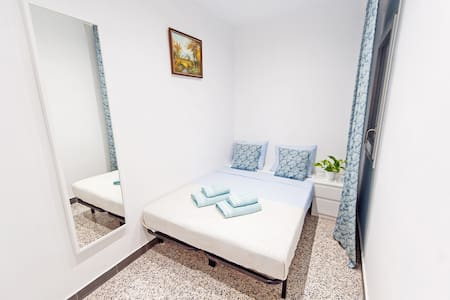 Cosy room for two! 15 minutes to the beach! - Barcelona - Flat
