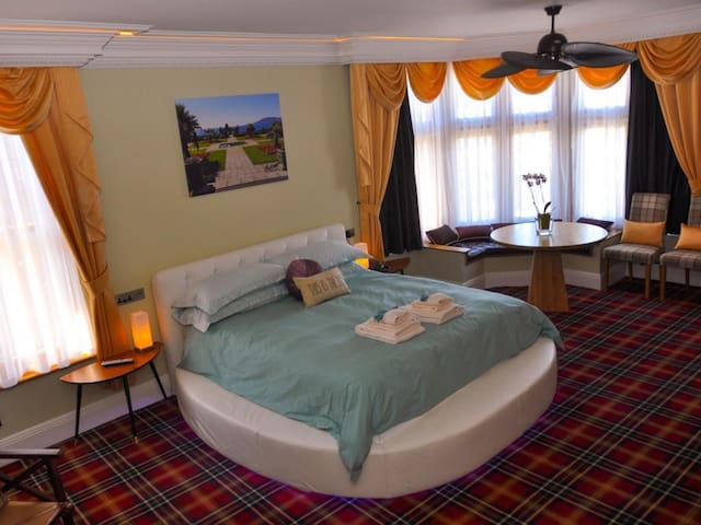 Sandsfoot Master Suite at The Somerset House Hotel