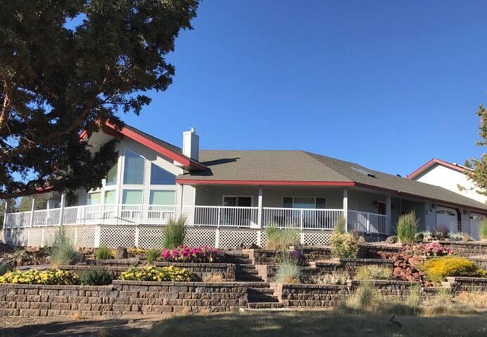 Terrebone Home with Cascade Mountain View