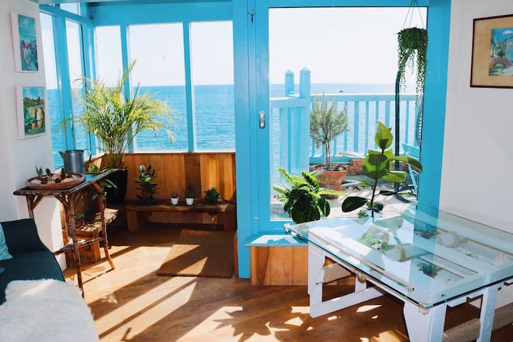 NEW Stunning Seafront Suite of Bell Cliff B&B
