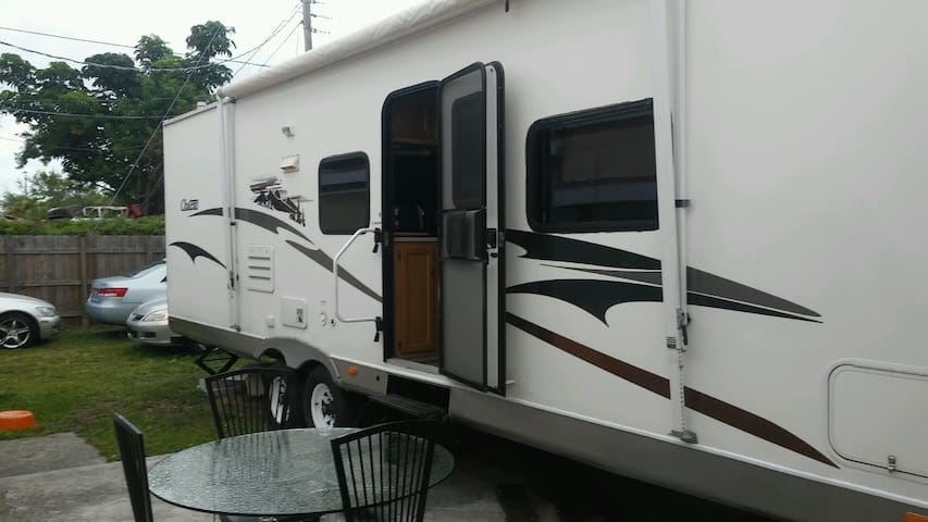 Jeff's RV - North Miami Beach - Autocaravana