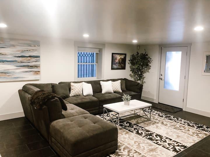 Midtown plush apartment