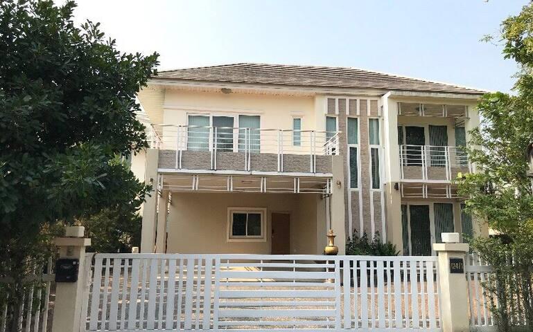Cozy Home,Suthep Mt View near Nimman Rd【3大房,素帖寺风景】