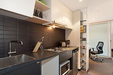 Modern cosy studio next to Melbourne CBD - North Melbourne - Flat