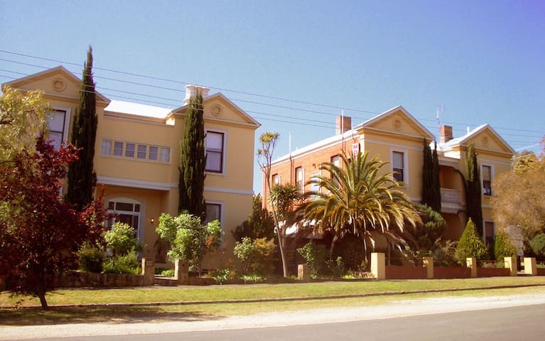Campbell House top floor Apartment superb location - Castlemaine - Apartamento