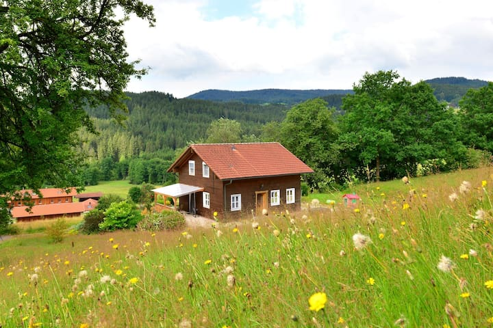 Detached holiday house in the Bavarian Forest in a very tranquil, sunny setting