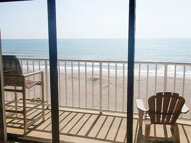 DIRECT OCEAN w/amazing views!! Balcony off master!