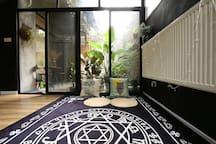 三轨直达 世博 梅赛德斯奔驰中心 迪士尼 私家花园双客厅加巨幕投影