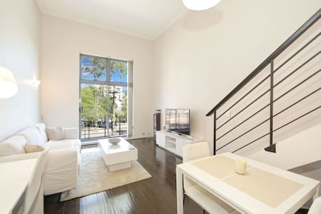 1 Bedroom Split Level Apartment In Great Area - Cremorne - Lägenhet