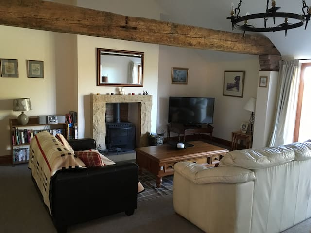 Holiday Cottage Sleeping 6 & Pets Welcome