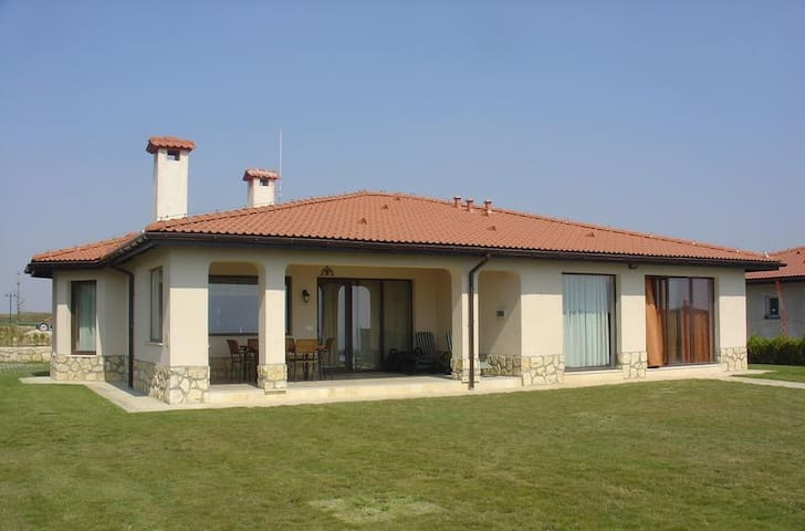 Blacksearama Private Villa 102 - Balchik - House