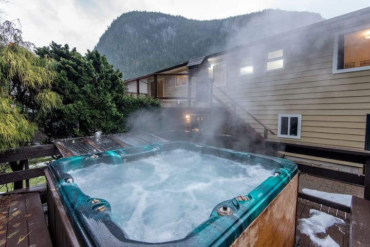 New Reno w/ Hot Tub 45min to Whistler + Vancouver