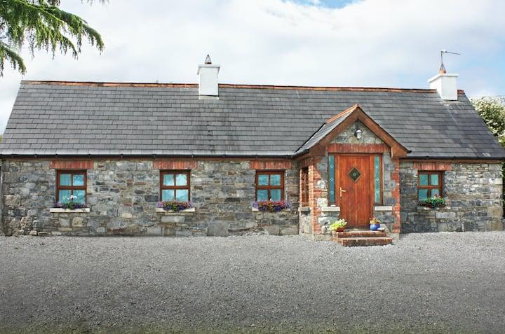Historic & Luxurious Hazel Cottage